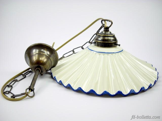 vecchi lampadari : Lampadario ottone brunito sospensione a catenella piatto ceramica a 1 ...