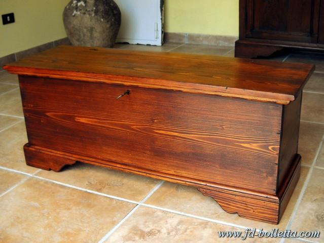 Cassapanca in stile antica in legno di abete colore noce for Baule cassapanca ikea
