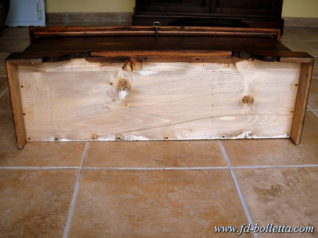 Cassapanca in stile antica in legno di abete colore noce for Finestra antica aperta