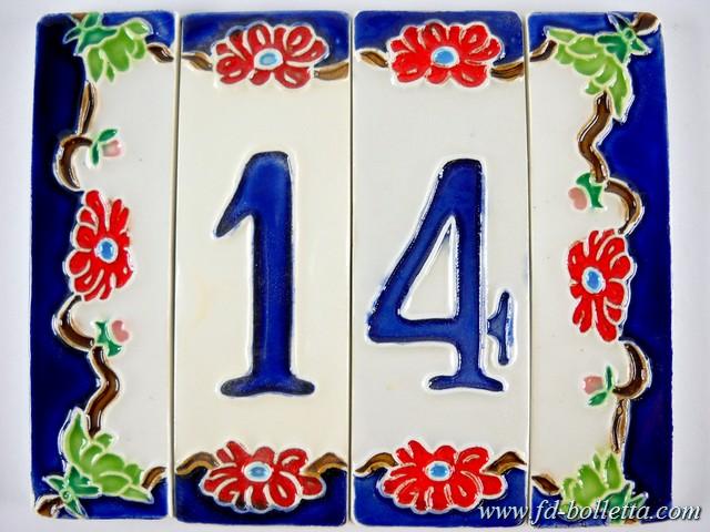 Numero civico con decorazione lavanda in ceramica maiolica di