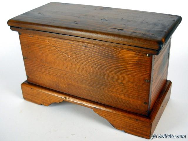 Cassapanca antica in legno arte povera baule cassapanche for Baule cassapanca legno