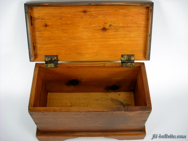 Cassapanca antica in legno arte povera baule cassapanche for Cassapanca restaurata