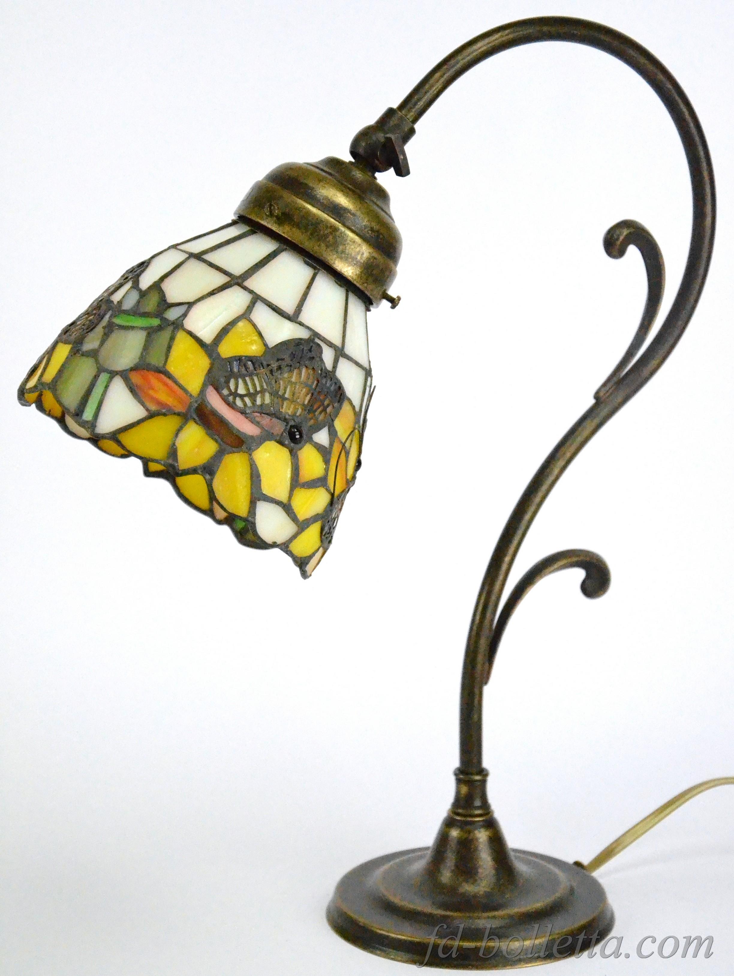 Lampada ottone da tavolo tiffany m20 fd bolletta lampade - Mobiletti in vetro ...