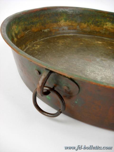 Pentola in rame o casseruola antica vecchio tegame o - Oggetti in rame per cucina ...