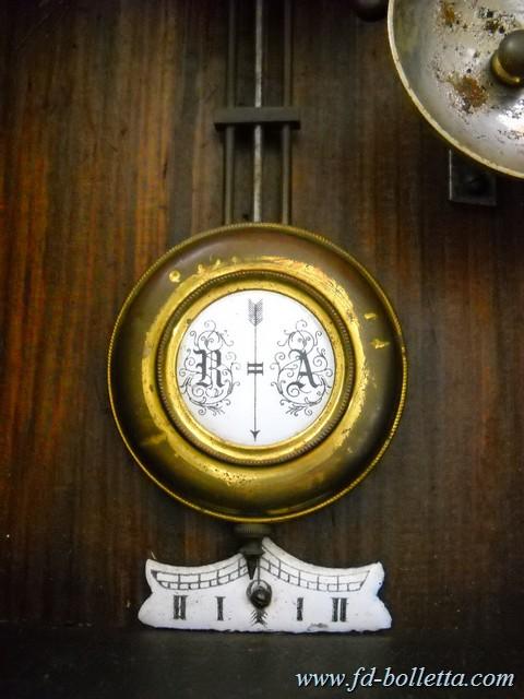 Orologio antico a pendolo da muro vecchio orologio in for Orologio da muro farfalle