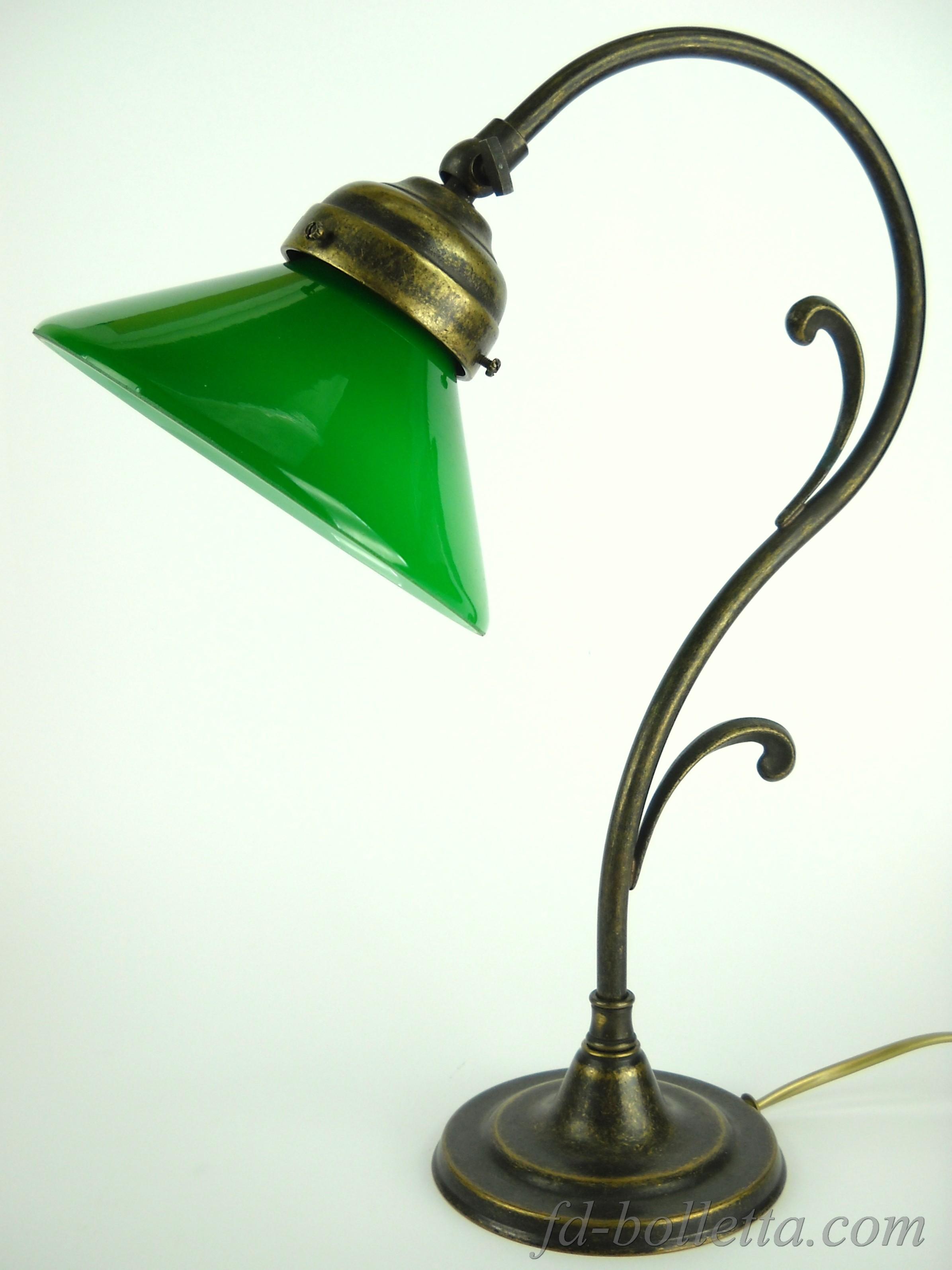 Lampada da tavolo vetro verde m33 fd bolletta lampade for Lampada da tavolo verde